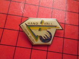 310c Pin's Pins / Beau Et Rare : Thème SPORTS / HAND-BALL CLUB BOURGOIN-JALLIEU - Handball