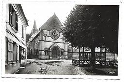 60 - TRIE CHATEAU - L'Eglise Et La Place - Frankrijk