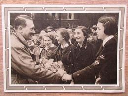 DR Ganzsache Hitler 6+19 Pfg.braun Rückseitig Foto Hitler Mit Jugendlichen Stempel Berlin Charlottenburg - Deutschland