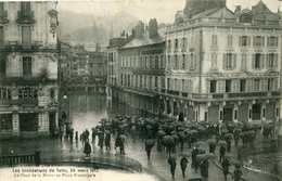 Carte Postale Ancienne Corrèze Les Inondations De Tulle 24 Mars 1912 Pont De La Mairie & Place Municipale Animée - Tulle