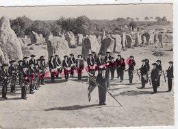 56 - AURAY - GROUPE FOLKLORIQUE KEVRENN ALRE -MENHIR MENHIRS  RARE  - MORBIHAN - Auray