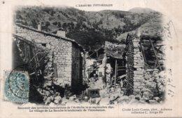 CPA   07   SOUVENIR DES TERRIBLES INONDATIONS DE L'ARDECHE LE 22 SEPTEMBRE 1890-LE VILLAGE DE LA SOUCHE LE LENDEMAIN.... - France