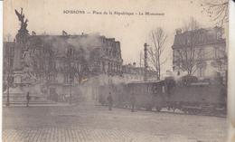 02 Soissons - Place De La République,le Monument, Train Gros Plan. édit Barrast, Non Circulée, Tb état. - Soissons