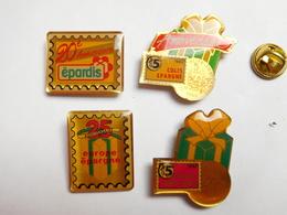 Belle Série De 4 Pin's Différents , Europe Epargne Epardis - Pin's
