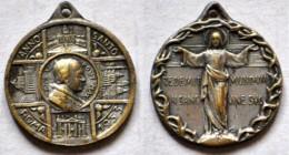 MED 33 - ANTICA MEDAGLIA - PAPA PIO XI - ANNO SANTO 1933 - DOMENSIONI Mm. 23x23 - Religion & Esotericism
