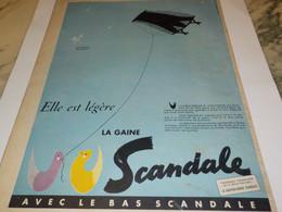 ANCIENNE PUBLICITE ELLE EST LEGERE GAINE SCANDALE  1955 - Habits & Linge D'époque