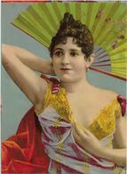 Chromo  Papier Glacé Format 15cmx 11cm : Tête De Femme Tenant  Son éventail Derrière La Tête Coude Plié - Vieux Papiers