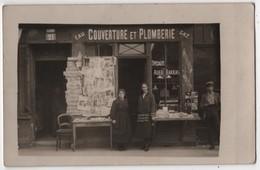 CARTE PHOTO Commerce Couverture Et Plomberie Marchand Journaux Cartes Postales Au 21 Lieu à Identifier - Magasins