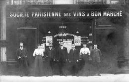 Carte Photo  Societe Parisienne Des Vins A Bon Marche Sur La Vitrine A Gauche Blaye - Blaye