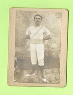 Photo Ancienne Sur Carton - Gymnaste En Tenue De Gymnastique Sport Avec Médaille Sur La Poitrine - Sports