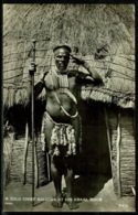 Ref 1266 - Real Photo Ethnic Postcard - A Zulu Chief Salutes At Kraal Door - South Africa - Africa
