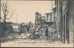 SOISSONS - Prés Du Pont Des Anglais, Soldats Remblayant Les Anciennes Tranchées - Soissons