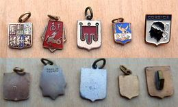 DI-0003 Cinq Insigne Différents A VOIR - Miniatures