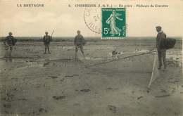 ILLE ET VILAINE   CHERRUEIX  En Grève  Pecheurs De Crevettes - Autres Communes