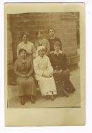 CPA. .  Photo Groupe De Femmes.Infirmière. Vannes 18 Juin 1916. Signée    (127) - Guerre, Militaire