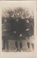 CARTE PHOTO:PORTRAIT DE TROIS MILITAIRES AVEC BÉRET FÉVRIER 1916 BEAUVAIS (60)..ÉCRITE - Beauvais