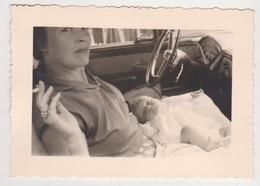 26791 Trois Photo Bebe Nu Enfant Mere Automobile -sans Doute Belgique Années 30 - Personnes Anonymes