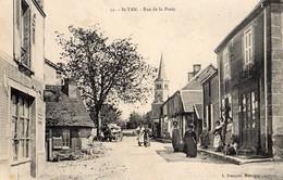 Saint-Yan  71   La Rue De La Poste  Tres Animée -devant Epicerie Et Attelage Char - Autres Communes