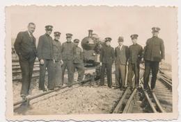 REAL PHOTO -  TRAIN  Men Railway Workers STEAM LOCOMOTIVE - Jugoslovenska Zeleznica,  Old Photo - Trains
