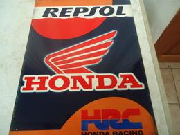 Plaque En Métal Dur Publicitaire Pour Repsol Honda - Plaques En Tôle (après 1960)