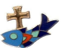 Pin's Représentant Un ** Poisson Ssurmonté D'une Croix **Manque La Pression à L'arrière Du Pins's Mais TBE - Marques