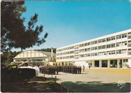 D714 CENTRE DE FORMATION MARINE D'HOURTIN - LA CASERNE JEAN BART ET LE FOYER - MARCHE AU PAS - Barracks