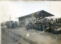 Photo De Presse Faisant Partie D'un Lot De L'Agence Pol - Militaria - Rabat - Embarquement - Train - Troupes Marocaines - Oorlog, Militair