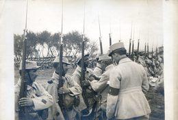 Photo De Presse Faisant Partie D'un Lot De L'Agence Pol - Militaria - Aisne - Remise De Décorations - Bayonnettes - Guerre, Militaire