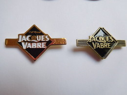 Belle Série De 2 Pin's Différents , Café Jacques Vabre - Food