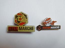 Belle Série De 2 Pin's Différents , Magasin Intermarché , Stationmarché , Carburant - Pins
