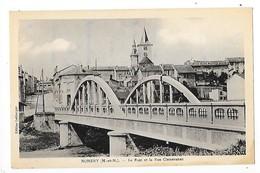NOMENY  (cpa 75)  Le Pont Et La Rue Clémenceau   -  L 1 - Nomeny