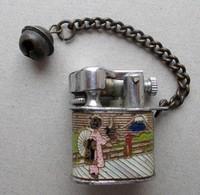 - Ancien Mini Briquet Avec Petite Clochette - NIPPO-TANGIER - - Briquets