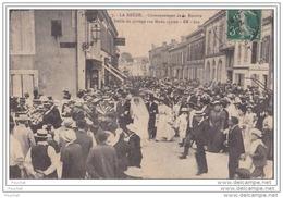 33) La Brède (Gironde)  Couronnement De La Rosière - Defilé Du Cortège Rue Montesquieu  - (belle Animation) - Non Classés