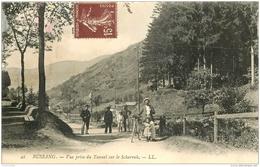 88 BUSSANG. Vue Prise Du Tunnel Sur Le Scharrah Douaniers Et Cycliste. Verso Un Peu Rougi - Bussang