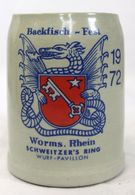 Chope à Bière En Grès - Backfisch-Fest Worms Rhein Schweitzer's Ring 1972 - Vaisselle, Verres & Couverts