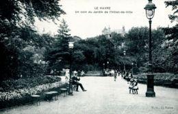 N°69339 -cpa Le Havre -un Coin Du Jardin De L'hôtel De Ville - - Le Havre