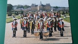CPM GARDE REPUBLICAINE FANFARE DE CAVALERIE EN COSTUME LOUIS XV CHATEAU DE VAUX LE VICOMTE ? 1996 - Musique Et Musiciens