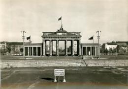 BERLIN  LE MUR DE BARRAGE A LA PORTE DE BRANDEBOURG - Other