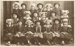 Dpts Div.-ref-AF651- Finistere - Carte Photo Enfants En Costume Breton - Coiffes - Costumes - Folklore - - France