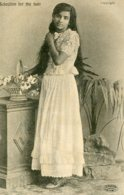 """INDIA -  """"Selection For The Hair"""" - Young Lady - VG Ethnic Postcard - Asie"""