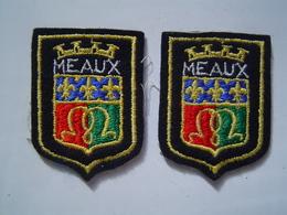2 X ECUSSON - INSIGNE TISSU Ancien : MEAUX / SEINE ET MARNE - Ecussons Tissu