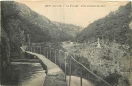 19 - BORT -  LA CASCADE - CROIX DOMINANT LE SAUT - Autres Communes