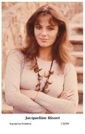 JACQUELINE BISSET - Film Star Pin Up PHOTO POSTCARD - C30-98 Swiftsure Postcard - Artistas