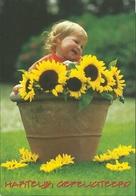 KIND MET ZONNEBLOEMEN - ENFANT TOURNESOLS - KIND MIT SONNENBLUMEN - CHILD WITH SUNFLOWERS  ( HAPPY BIRTHDAY ) - Autres Collections