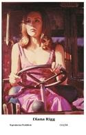DIANA RIGG - Film Star Pin Up PHOTO POSTCARD - C41-34 Swiftsure Postcard - Artistas