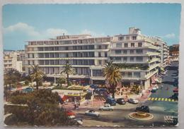 JUAN-LES-PINS - ANTIBES - Avenue Du Maréchal-Joffre Et Le Grand Hotel - Cote D'Azur  Vg - Antibes