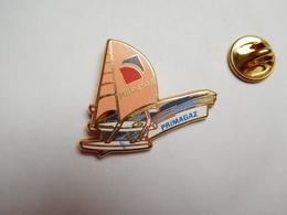 Beau Pin's En Zamac , Marine Bateau Voilier , Primagaz , Signé Starpin's - Barcos