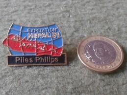 ESCASO PIN FRANCIA ? FRANCE ? PILES PHILIPS PILAS EXPEDITION NEPAL 91 1991 EXPEDICIÓN MONTAÑA MOUNTAINEERING ALPINISME.. - Pin