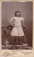 Photo.  C.D.V. : Enfant : Fille : En Pose Avec Son Jouet : ( BLAIN-FRERES - Valence - Drome ) - Alte (vor 1900)