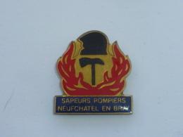 Pin's SAPEURS POMPIERS DE NEUFCHATEL EN BRAY A - Bomberos